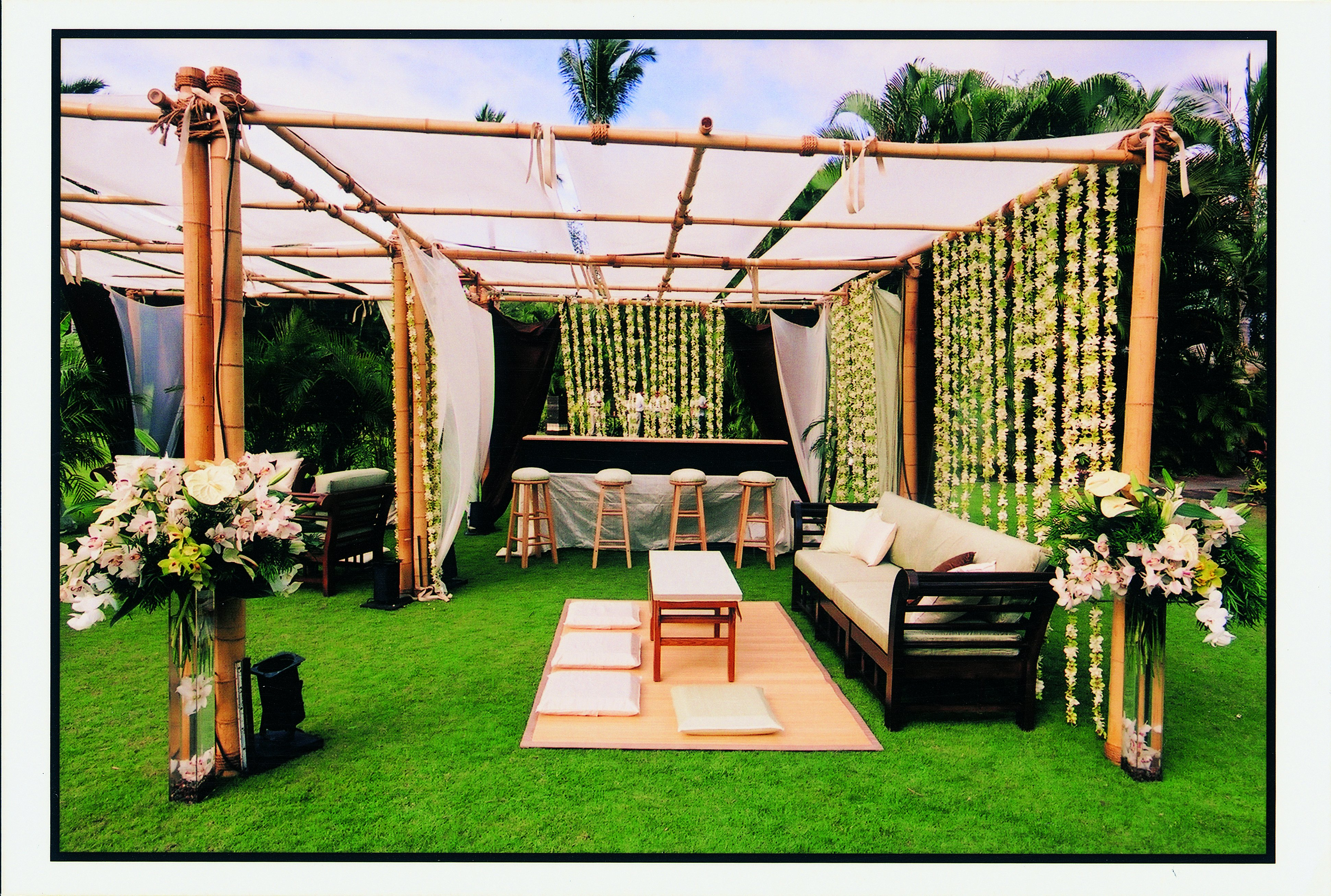 Outdoor wedding reception decorations romantic decoration for Outside decor
